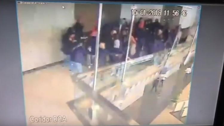 Video CCTV ambruknya selasar BEI lantai 2