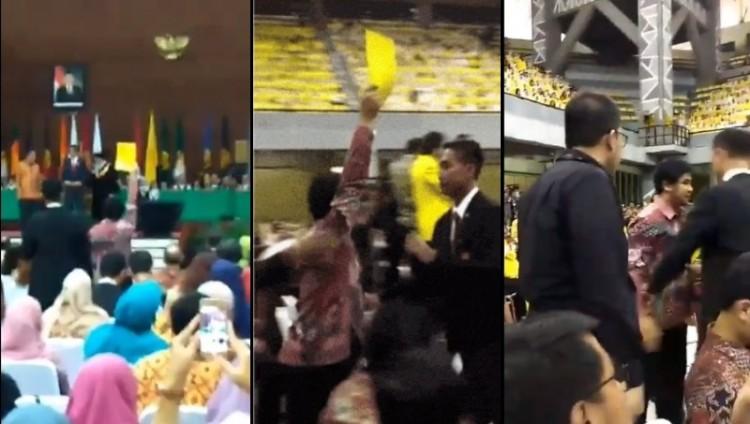 Aksi Ketua BEM UI berikan kartu kuning ke Jokowi