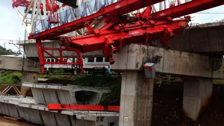 Ambruknya crane proyek Double Double Track (DDT) di Jatinegara