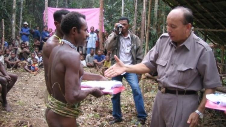 Dokter Tigor Silaban saat bertugas di Papua