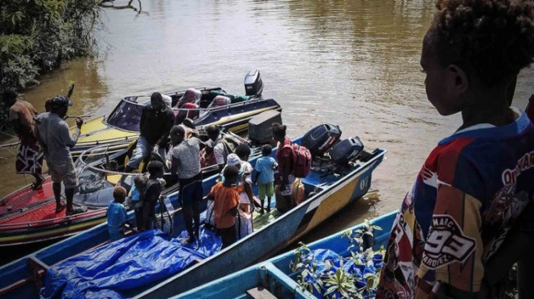 Kampung Warse di Asmat diakses dengan speedboat
