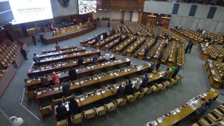 Suasana Sidang Paripurna DPR mengesahkan revisi UU MD3