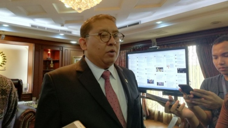 Fadli Zon diwawancara di ruang kerjanya di DPR