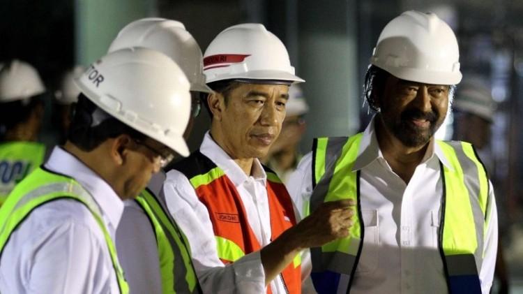 Jokowi meninjau proyek MRT bersama Surya Paloh