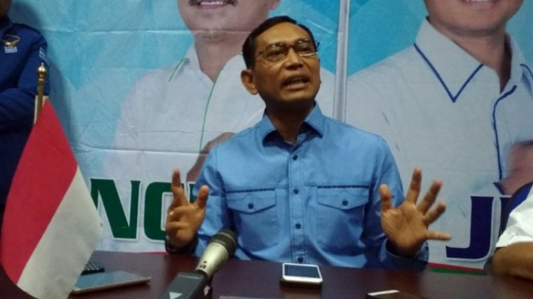 JR Saragih di Kantor DPD Demokrat Sumut