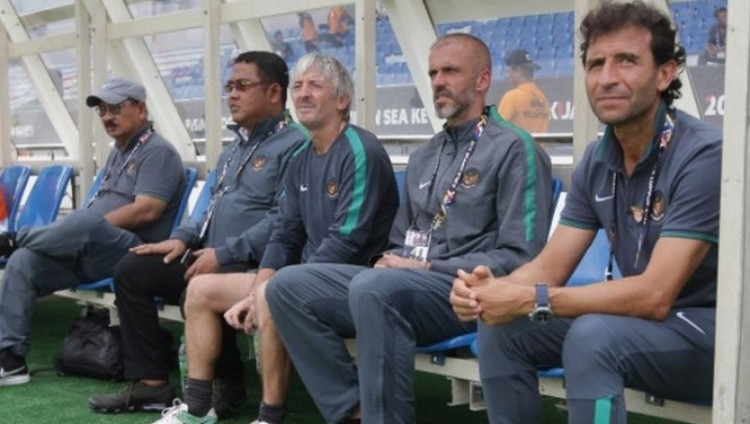 Luis Milla dan offisial timnas U-23