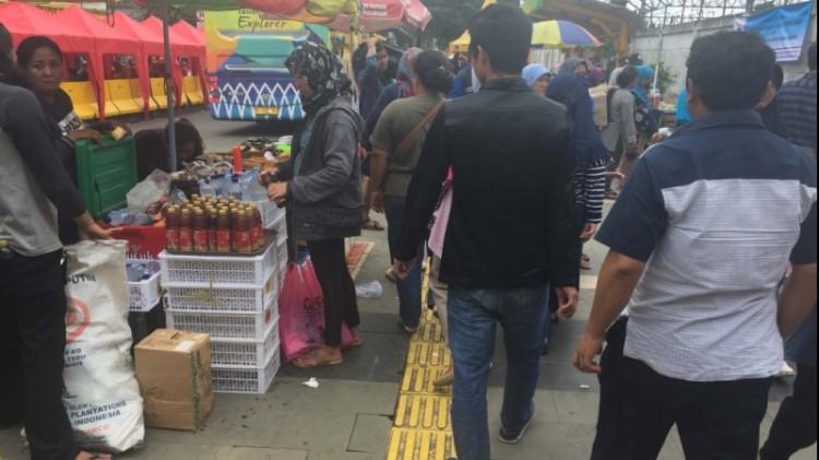 PKL Tanah Abang yang berjualan di Jalan Jatibaru